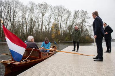 Koning Willem Alexander op werkbezoek bij roeivereniging Willem III