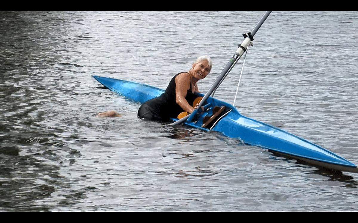 Kelly met de skiff